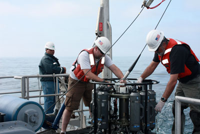 Preparing the Plumes and Blooms CTD Seawater sampling package for a cast on the R/V Shearwater